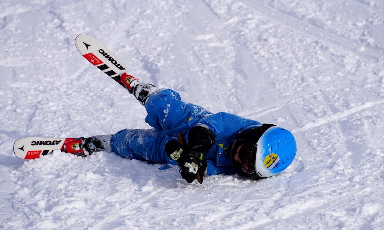 Дете е паднало докато се учи да кара ски